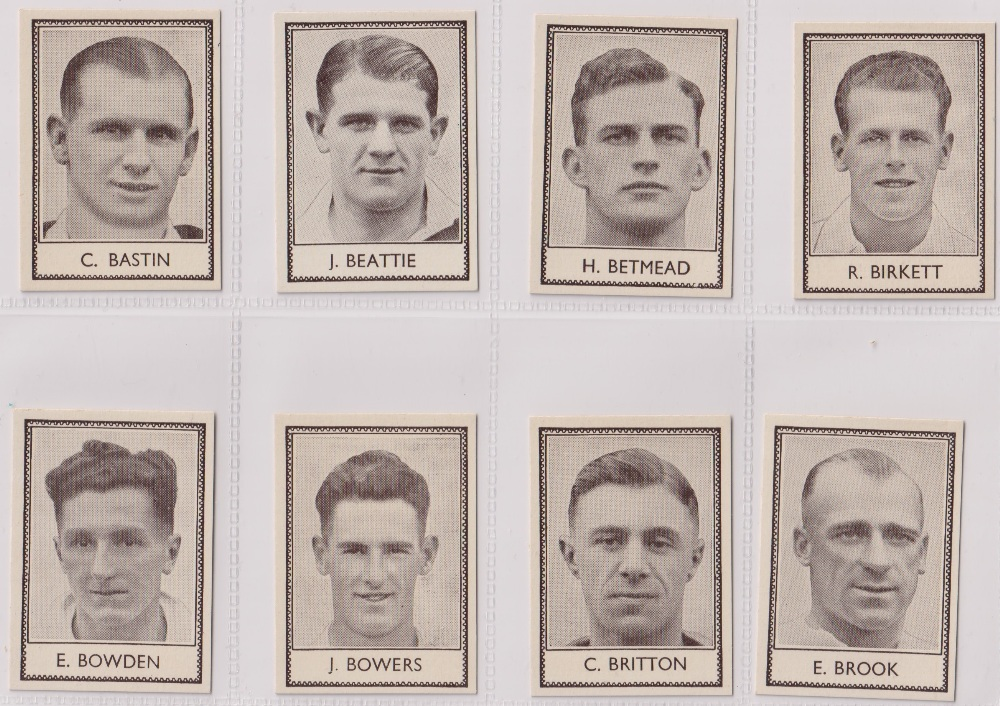 Trade cards, Barratt's, Famous Footballers (Numbered) 'M' size, 1939/40, ref HB-35 E, (set, 110 - Image 3 of 28