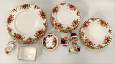 Royal Albert 'Old Country Roses' table and decorative wares, including eight dinner plates, eleven