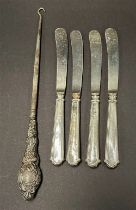 A set of four silver weighted handled fruit knives, together with a silver handled buttonhook (5).