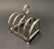 A George VI silver four section toast rack, maker H.W., Sheffield 1944, width 8cm, weight 1.85oz