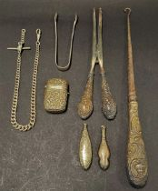 Miscellaneous silver, including a silver handled buttonhook, a pair of silver handled glove
