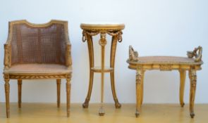 Lot: two gilt seats and a small table (h 60 - 81 cm)
