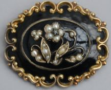 Louis-Philippe brooch in onyx with mount in gold, 14 kt (27gr)