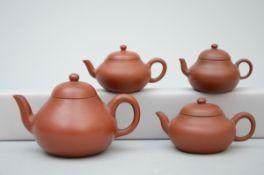 Lot: four Yixing teapots (h 5 to 8 cm) (*)