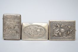 Lot: 3 Chinese silver cigarette cases (11x8 12x8 12x9 cm) (*)