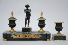 An inkwell in bronze and marble 'Napoleon' (30x38x17 cm)