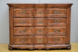 French chest of drawers in walnut, 18th century (64x137x96cm)