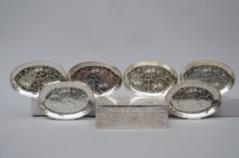 An engraved silver box with 6 dishes, Japan (7x22x14 cm) (12x18,5 cm)