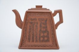 Chinese teapot in yixing with inscriptions (14x16x6,5 cm)