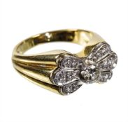ring, yellow gold 585/000, 1 central brilliant c. 0.27 ct tw/w-vsi/si, at the side 12 more ...