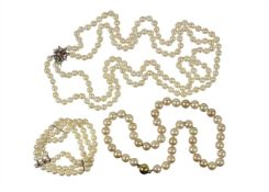 lot:  pearl ornaments, 1 bracelet, Akoya pearls 3-rows, diameter = 6.5 - 7.0 mm, lenght = 20.0 ...