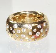 ring, STERNENHIMMEL, yellow gold 750/000, 40 brilliants c. 1.0 ct tw-vvsi/vsi, width = 11.6 ...
