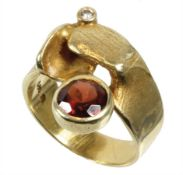 ring, yellow gold 585/000, garnet colored faceted stone, 1 brilliant 0.04 ct (engraved) white, ...
