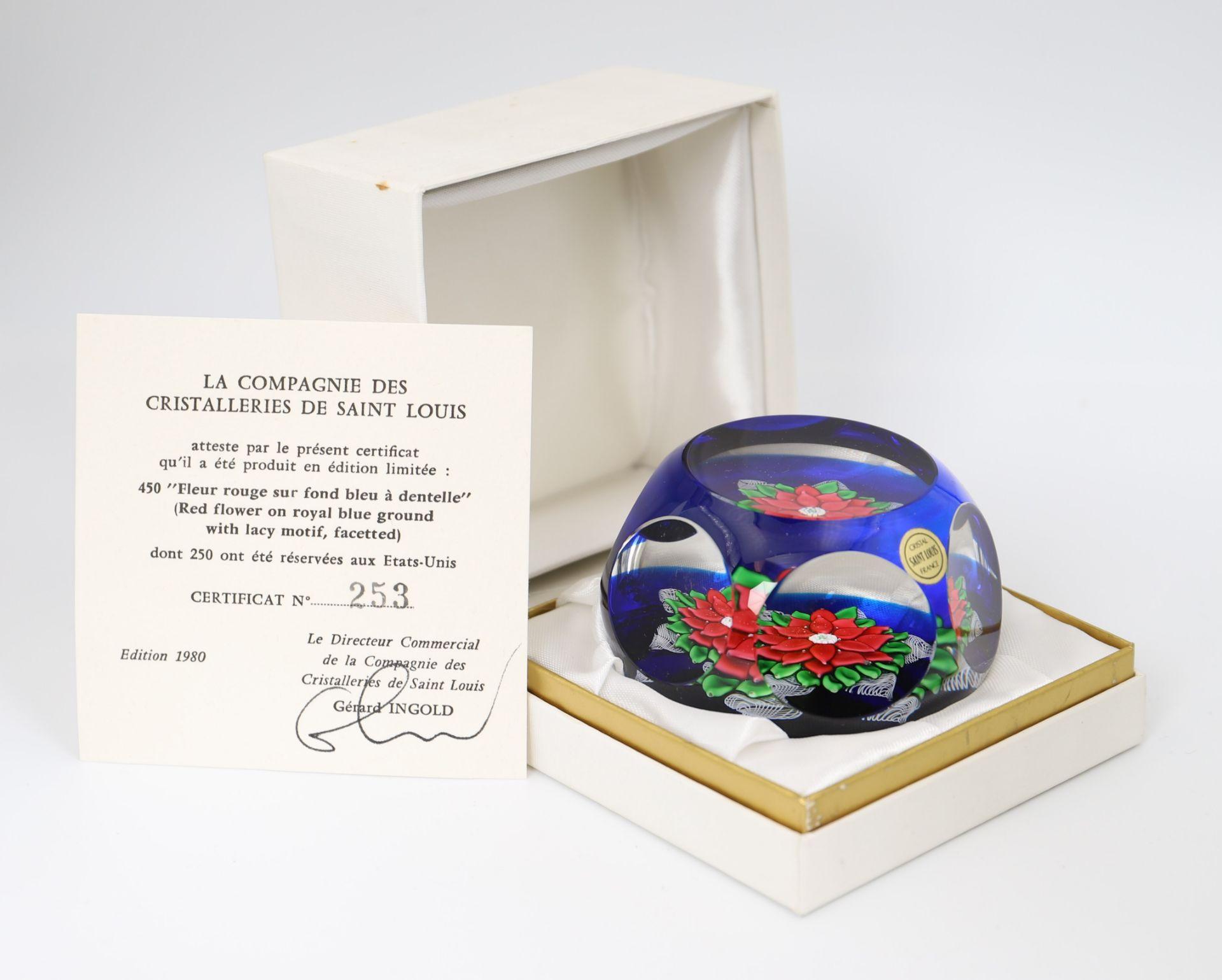 Cristalleries Saint LouisPresse papier en cristal, fleur rouge sur ...