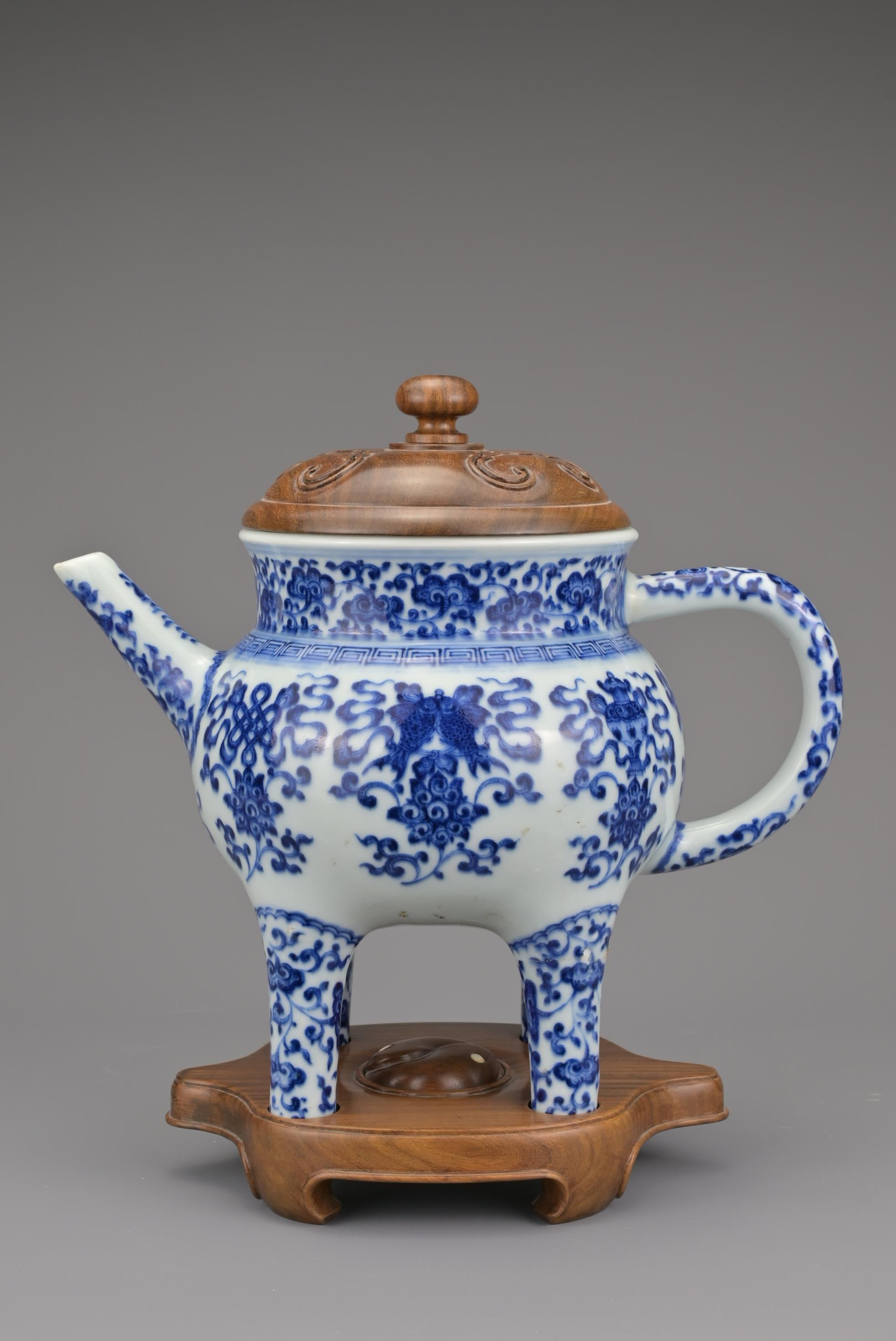 CHINESE BLUE AND WHITE PORCELAIN 'BAJIXIANG' EWER, - Image 2 of 16