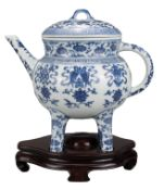 CHINESE BLUE AND WHITE PORCELAIN 'BAJIXIANG' EWER AND COVER, 20th CENTURY