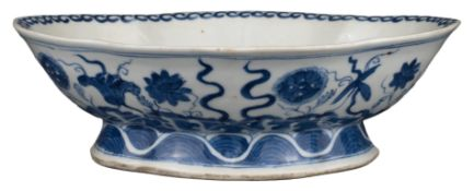 CHINESE BLUE AND WHITE LOBED PORCELAIN BOWL, TONGZHI MARK AND PERIOD, 19th CENTURY