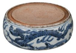 CHINESE BLUE AND WHITE PORCELAIN INK STONE, LATE MING DYNASTY, 17th CENTURY