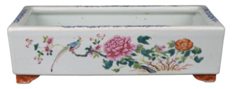 CHINESE FAMILLE ROSE PORCELAIN NARCISSUS BOWL, XIANFENG / TONGZHI PERIOD, MID 19th CENTURY