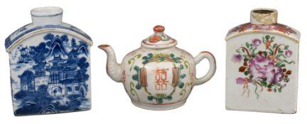 TW0 CHINESE PORCELAIN TEA CADDIES & TEAPOT, 18/19th CENTURY