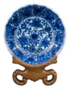 FINE CHINESE BLUE AND WHITE PORCELAIN DISH, KANGXI PERIOD, 18th CENTURY