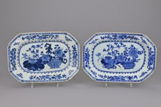 A PAIR OF CHINESE BLUE AND WHITE PORCELAIN PLATTERS