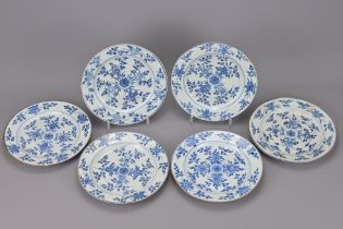 A SET OF SIX CHINESE 18TH CENTURY BLUE AND WHITE PORCELAIN PLATES