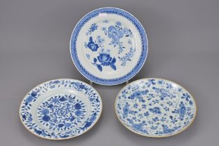 THREE 18TH CENTURY CHINESE BLUE AND WHITE PORCELAIN PLATES