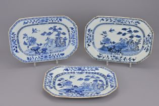 THREE CHINESE BLUE AND WHITE PORCELAIN MATCHING PLATTERS