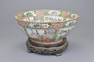 A 19TH CENTURY CHINESE CANTONESE PUNCH BOWL