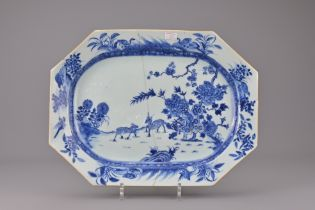 AN 18TH CENTURY CHINESE BLUE AND WHITE PORCELAIN PLATTER