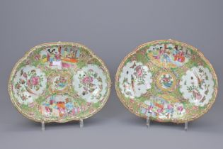 A PAIR OF CHINESE CANTONESE PORCELAIN PLATTERS