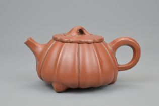 A CHINESE YIXING POTTERY TEA POT