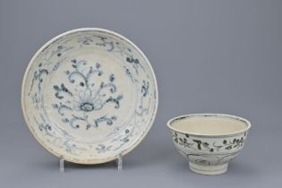 A 15TH/16TH CENTURY VIETNAMESE PORCELAIN BOWL AND DISH