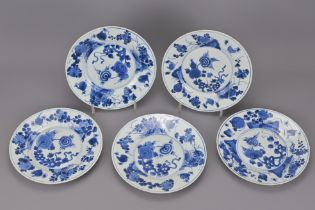 A SET OF FIVE CHINESE 18TH CENTURY BLUE AND WHITE PORCELAIN PLATES