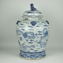 A lidded Chinese vase blue white
