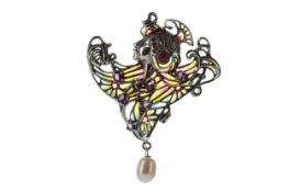 A PLIQUE A JOUR CLEOPATRA STYLE BROOCH