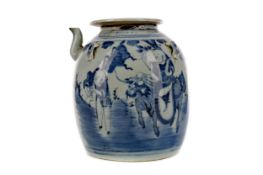 AN 18TH/19TH CENTURY CHINESE TEA POT WITH COVER