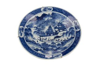 A 19TH CENTURY CHINESE BLUE AND WHITE CHARGER