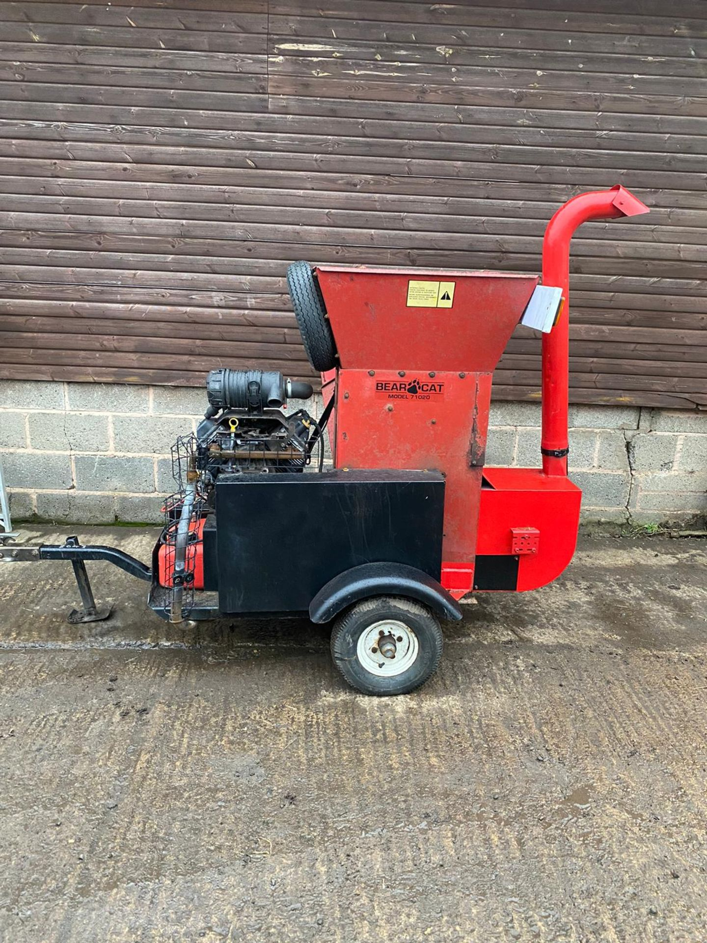 BEARCAT 71020 TOWABLE WOOD CHIPPER, KEY START 27HP PETROL ENGINE, ROAD TOWABLE *PLUS VAT* - Image 6 of 6
