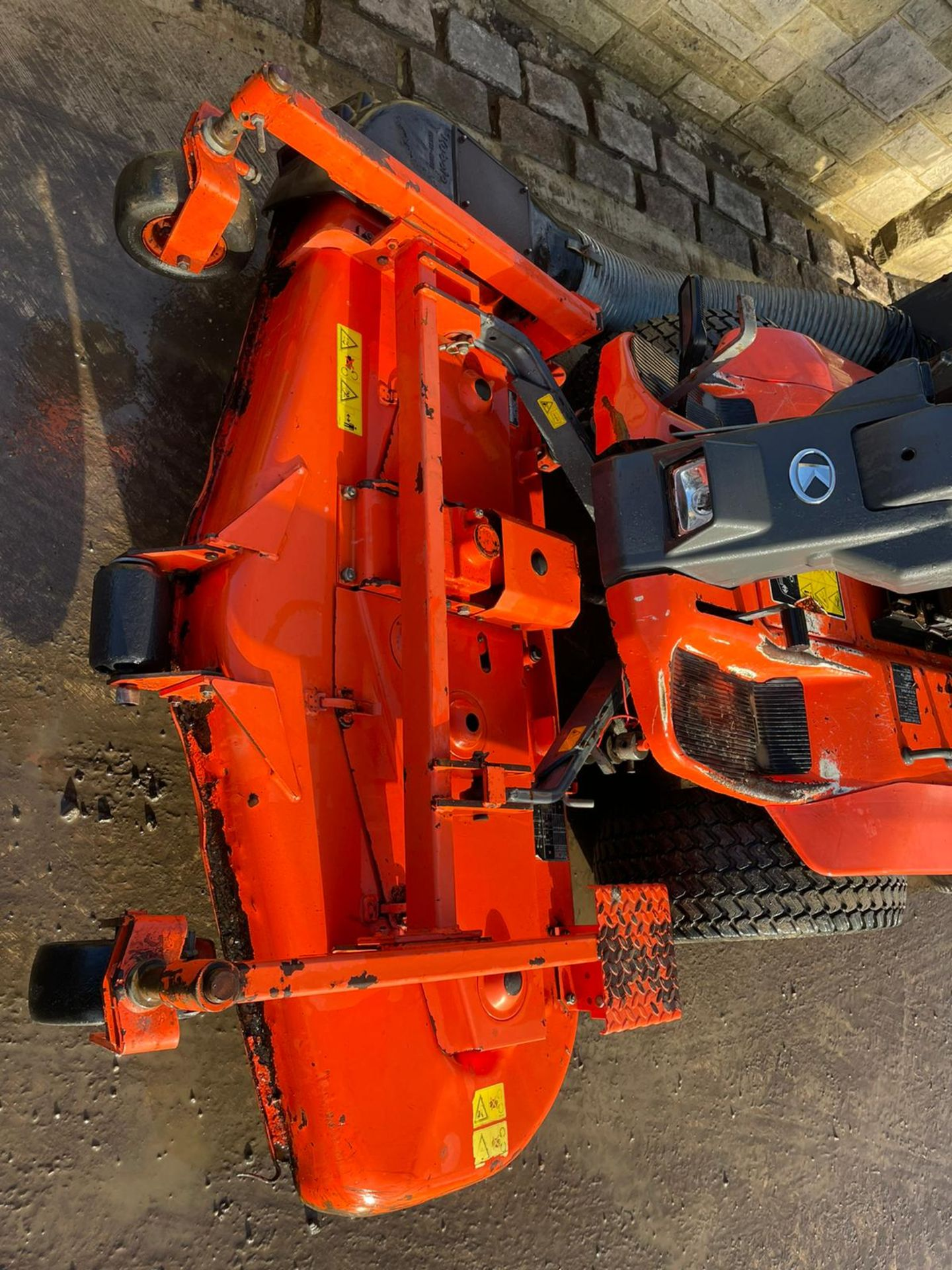 KUBOTA F3560 OUTFRONT RIDE ON LAWN MOWER, RUNS, DRIVES AND CUTS, HIGH TIP COLLECTOR *PLUS VAT* - Image 7 of 9