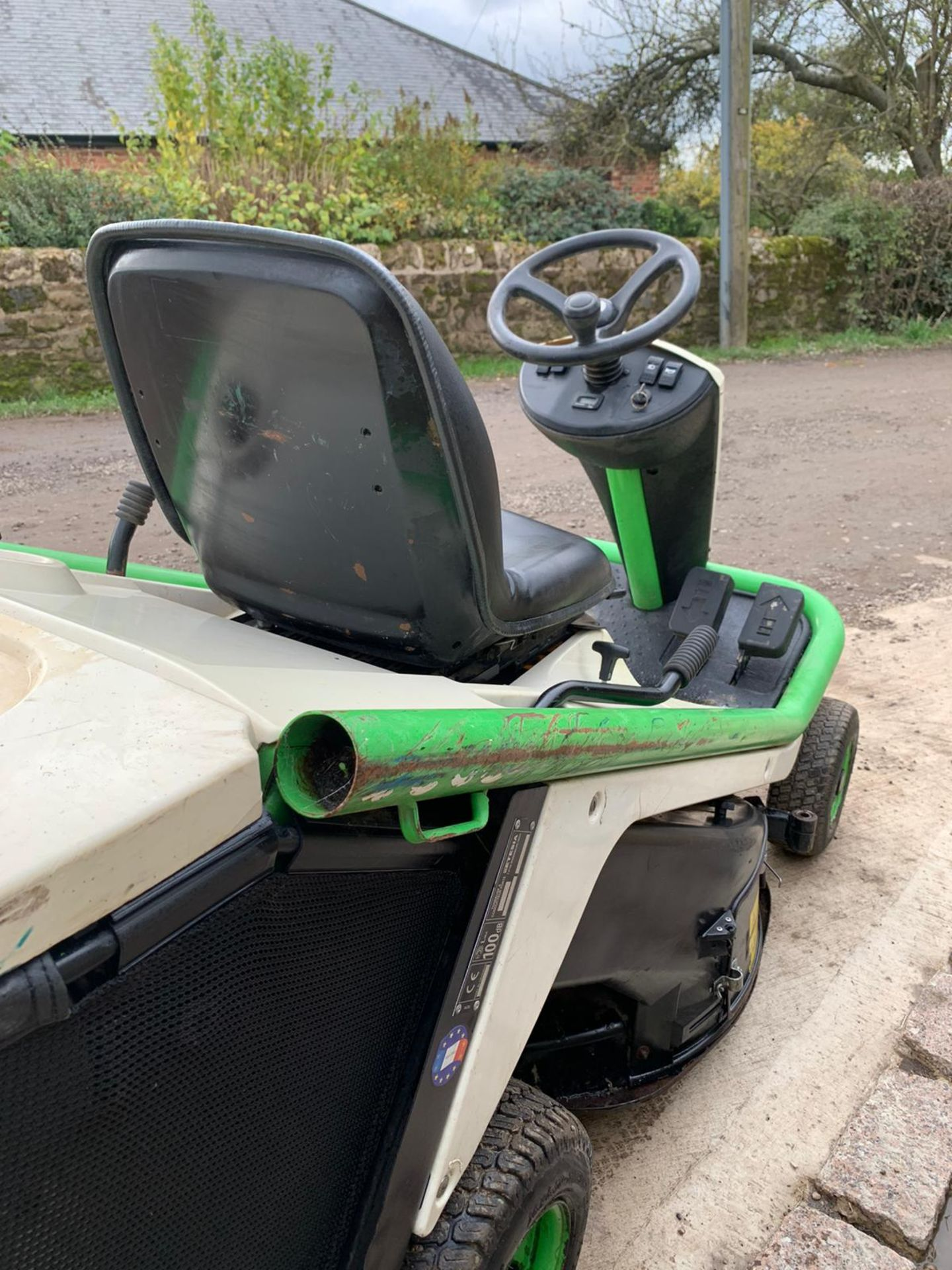 2015 ETESIA HYDRO 80 RIDE ON LAWN MOWER, RUNS, DRIVES AND CUTS *PLUS VAT* - Image 5 of 5