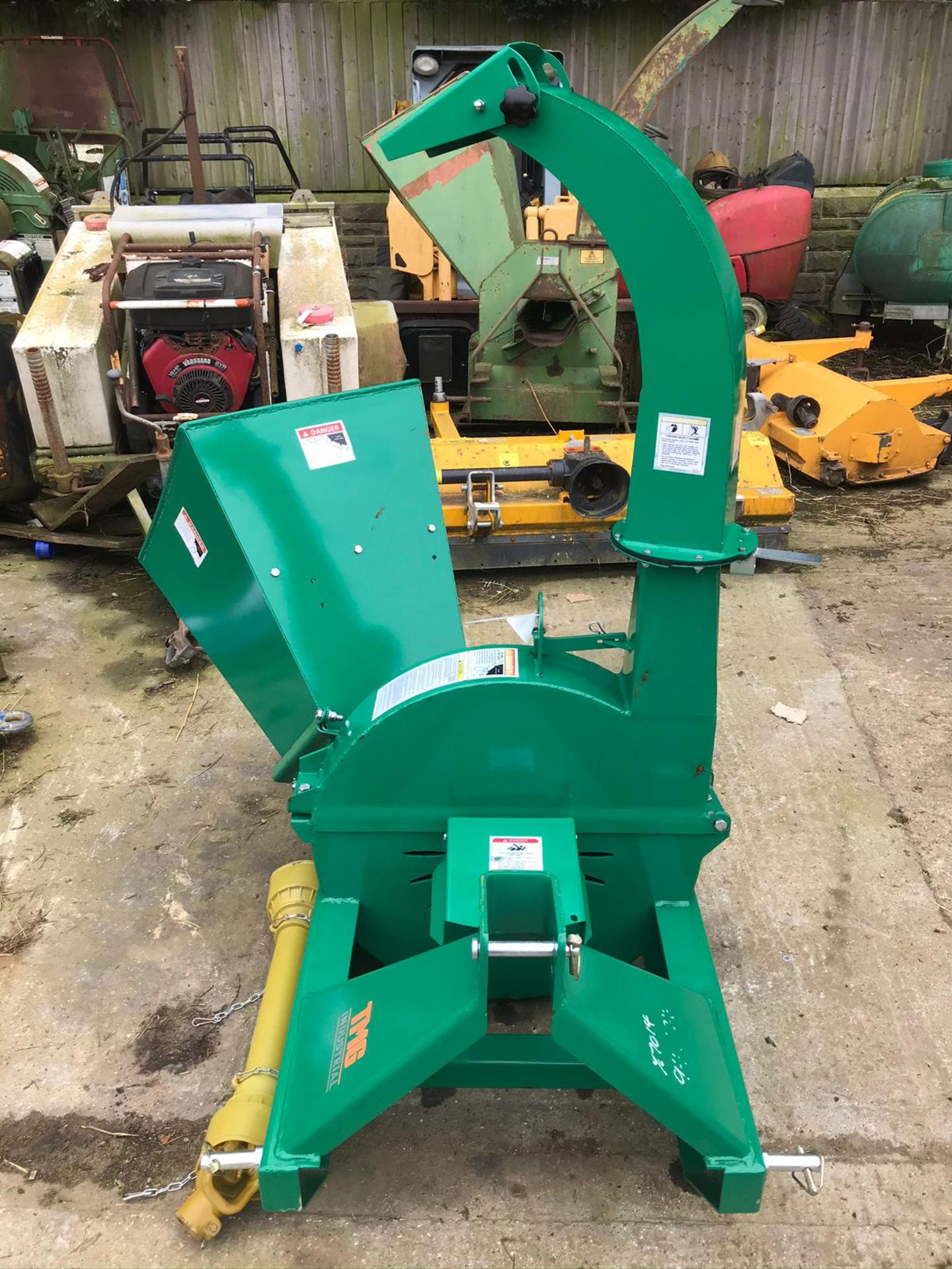 BRAND NEW AND UNUSED, WOOD CHIPPER, SUITABLE FOR COMPACT TRACTOR *PLUS VAT* - Image 5 of 7