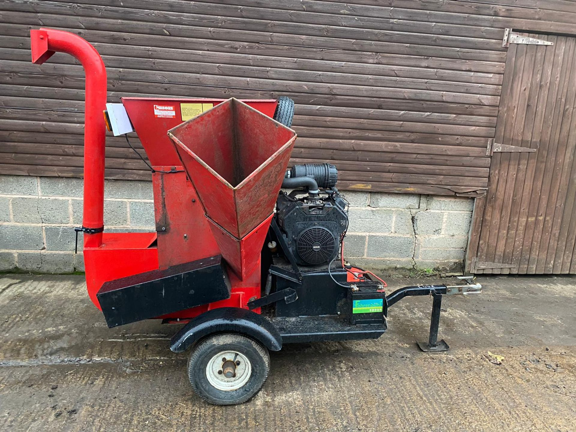BEARCAT 71020 TOWABLE WOOD CHIPPER, KEY START 27HP PETROL ENGINE, ROAD TOWABLE *PLUS VAT*