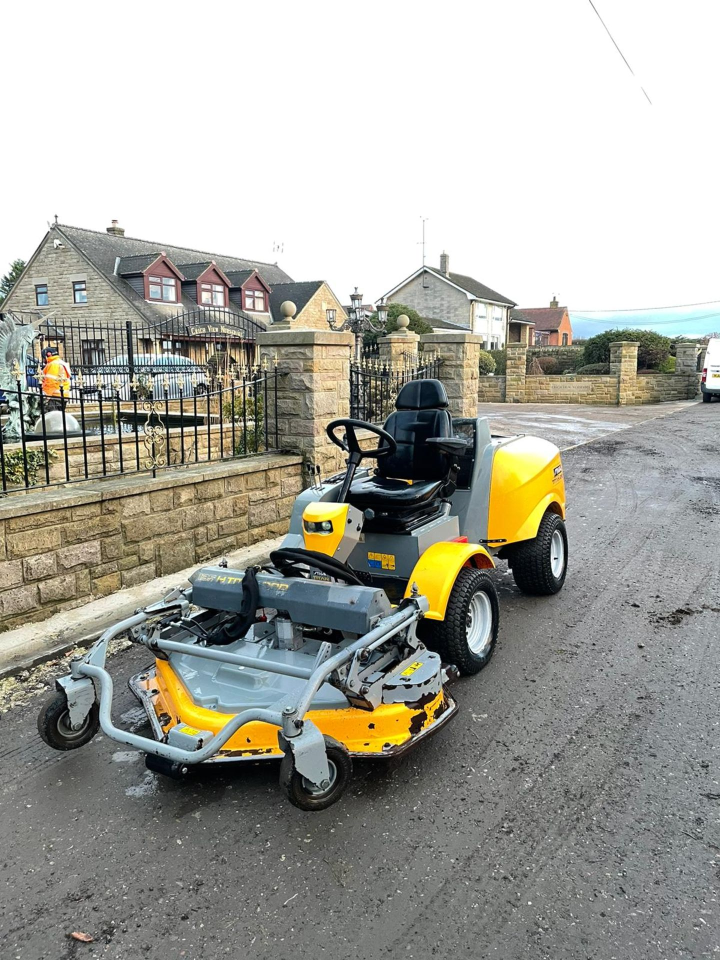 STIGA TITAN 26H RIDE ON LAWN MOWER, RUNS, DRIVES AND MOWS, FULL HYDRAULIC DECK, 650 HOURS *PLUS VAT* - Image 2 of 6