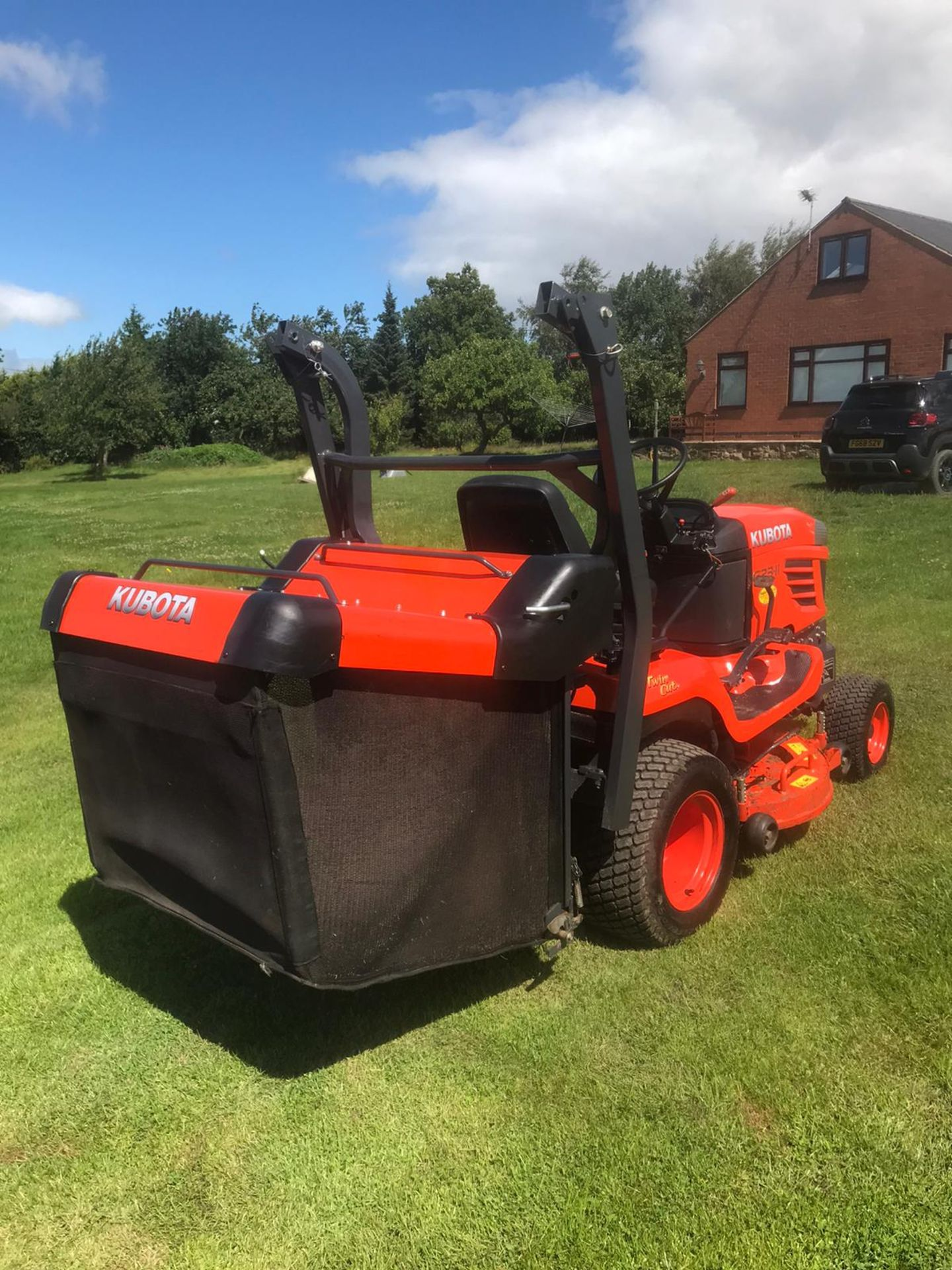 2015 KUBOTA G23-II RIDE ON LAWN MOWER, RUNS, DRIVES & CUTS, EX DEMO CONDITION, 203 HOURS *PLUS VAT* - Image 3 of 5