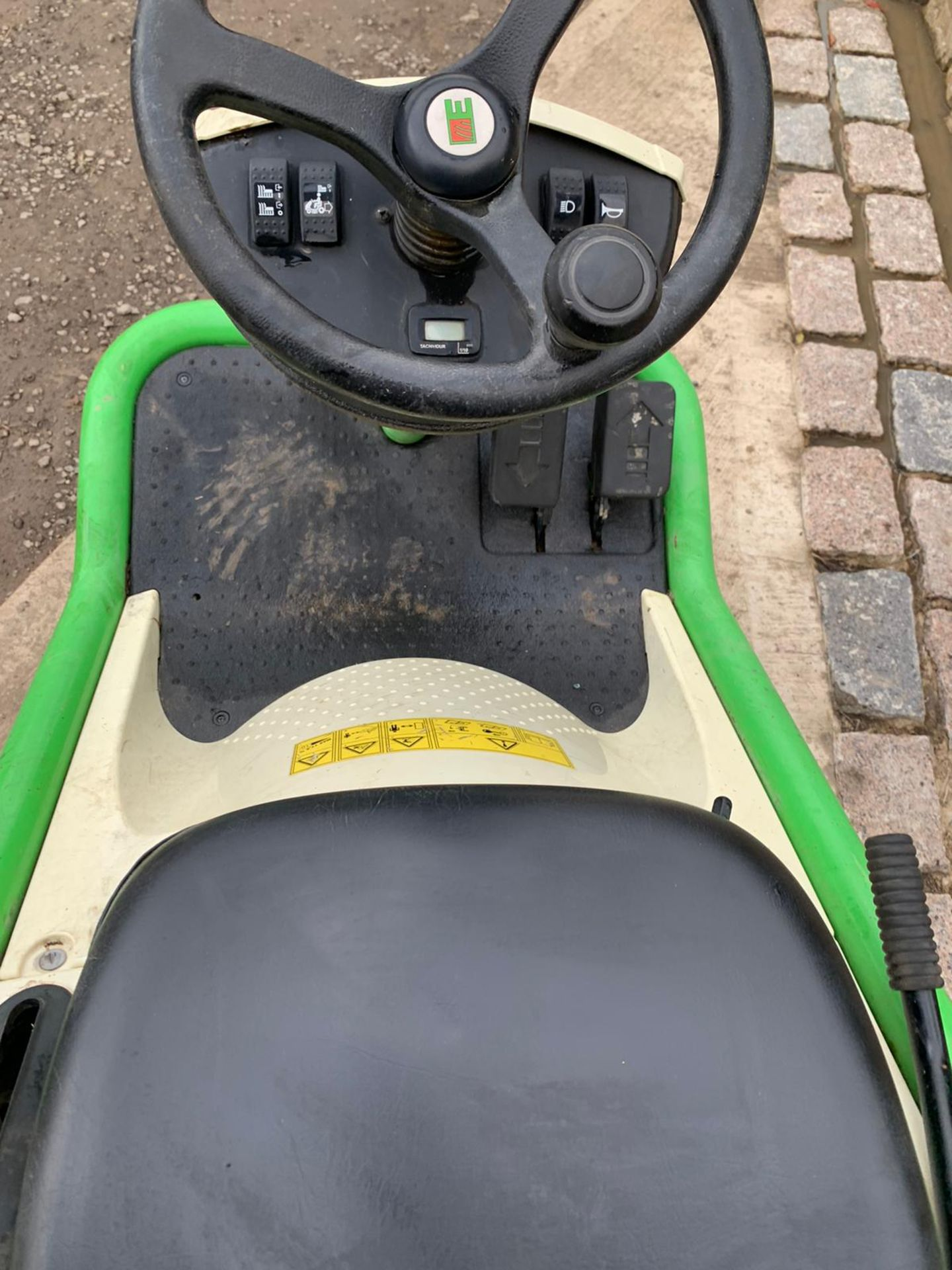 2015 ETESIA HYDRO 80 RIDE ON LAWN MOWER, RUNS, DRIVES AND CUTS *PLUS VAT* - Image 2 of 5