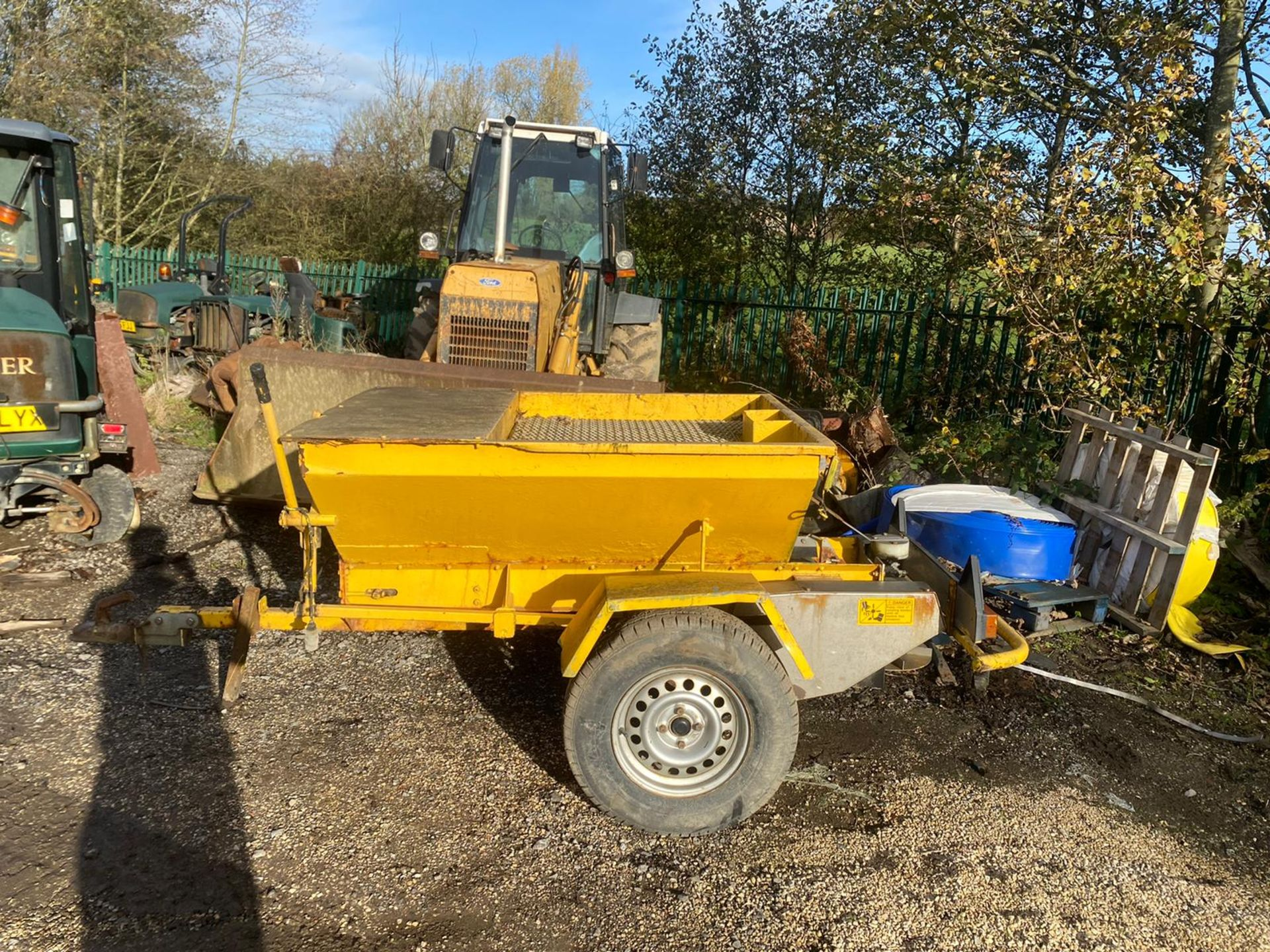 TOW BEHIND GRITTER IN WORKING ORDER *PLUS VAT* - Image 2 of 6