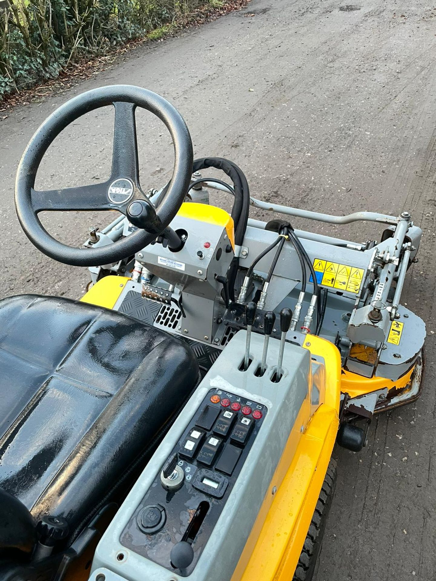 STIGA TITAN 26H RIDE ON LAWN MOWER, RUNS, DRIVES AND MOWS, FULL HYDRAULIC DECK, 650 HOURS *PLUS VAT* - Image 6 of 6