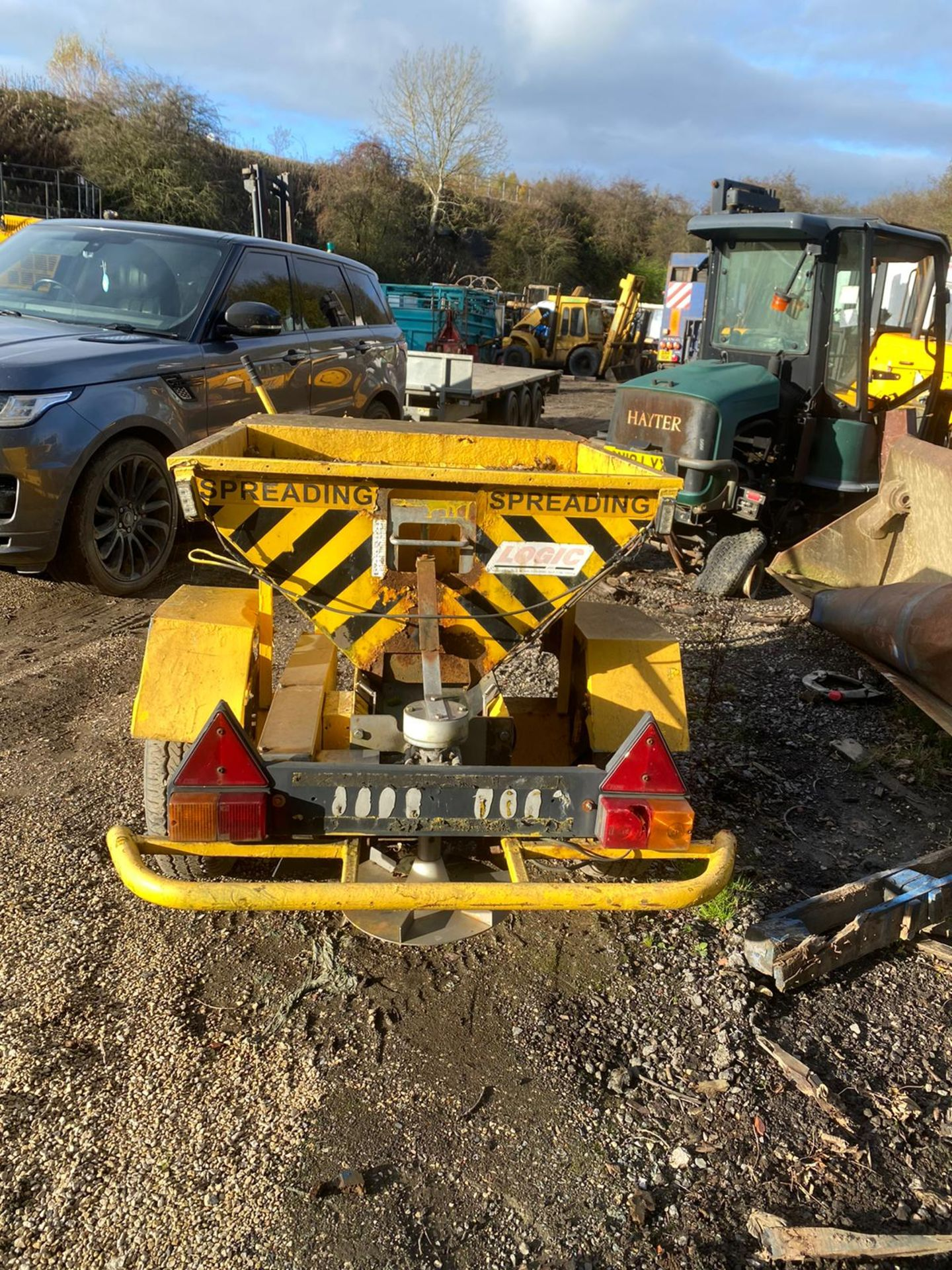 TOW BEHIND GRITTER IN WORKING ORDER *PLUS VAT* - Image 4 of 6